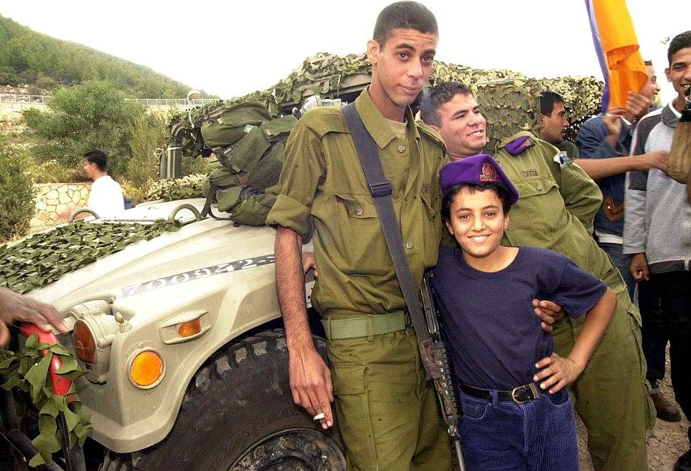 Flickr - Israel Defense Forces - Bedouin Soldier with Schoolchild