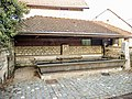 Fontaine-lavoir couverte, à Chagey.jpg