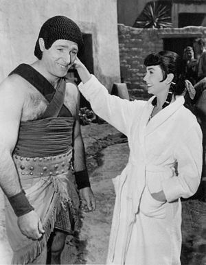 Fortune Gordien - Fortune Gordien, in costume for film The Egyptian, with Jean Simmons in 1954