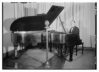 Frank La Forge - Frank La Forge at the piano, 1915