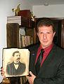 GONZALO VAZQUEZ GABOR CON FOTO DE CARLOS ESCAYOLA.jpg