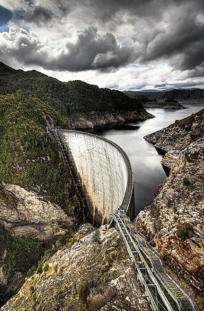 The 140 m high Gordon dam