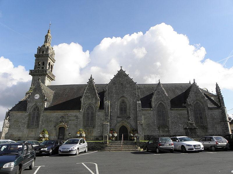 Vue méridionale de l'église Saint-Pierre et Saint-Paul de Gourin (56).