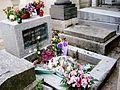 Grób Jima Morrisona na cmentarzu Père Lachaise w Paryżu.jpg