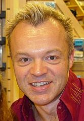Graham Norton w 2004 roku.