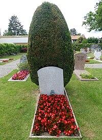 Grave-GeorgesAndLudmillaPitoeff-Genthod RomanDeckert12062021.jpg