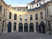 Hôtel d'Évreux, cour 06.jpg