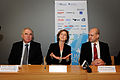 Halldor Asgrimsson (Nordiska ministerradets generalsekreterare) Connie Hedegaard (Klimat- och energiminister Danmark) och Fredrik Reinfeldt (statsminister Sverige) Haller pressmote under Nordic Clima Solutions i Kopenhamn 2008-11-25 (1).jpg