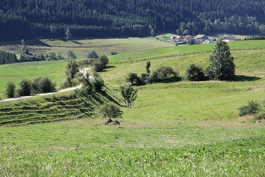 Hauterive et la voie cyclable de la vallée du Doubs.