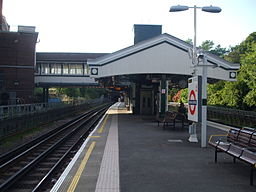 Hendon Central stn northbound