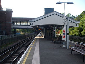 Hendon Central tube station - Image: Hendon Central stn northbound