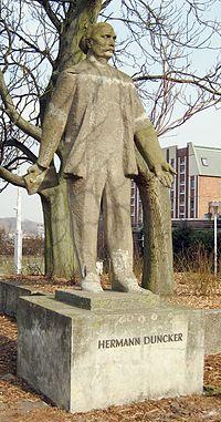 Hermann Duncker Statue Germany Rostock 2011-03-09.jpg