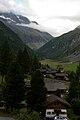 Huisjes in het dorp Zinal, kanton Wallis, Zwitserland.jpg