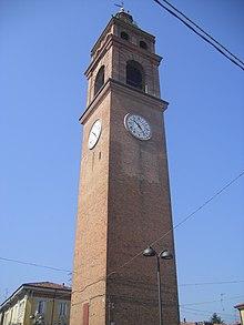 La torre di Luzzara vista dal basso