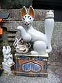 Inari fox statues, Fushimi Inari-taisha 05.jpg