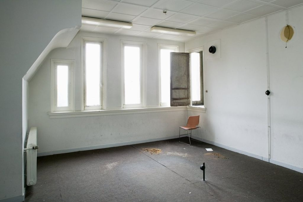 File interieur overzicht van een kamer op de tweede verdieping groningen 20390196 - Kamer van water in de kamer ...
