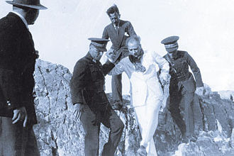 Dersim rebellion - The commander of the Guard regiment İsmail Hakkı Tekçe and Mustafa Kemal Atatürk at Tunceli region in 1937.