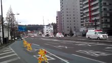 ファイル:Japanese ambulances in Sendai immediately after the 2011 earthquake off the Pacific coast of Tōhoku.ogv