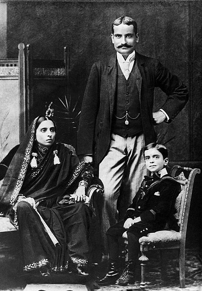File:Jawaharlal Nehru with his mother Swarup Rani and father Motilal Nehru, 1894.jpg