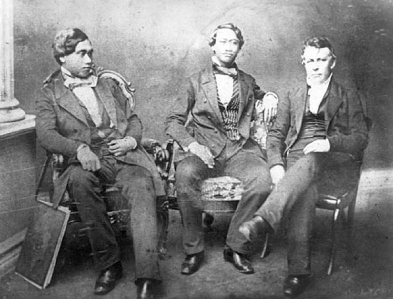 File:Judd sitting with Hawaiian Princes.jpg