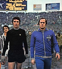 02387d75bf3 Zoff (left) with Juventus in 1975, beside his substitute Massimo Piloni; on  background, Fabio Capello.