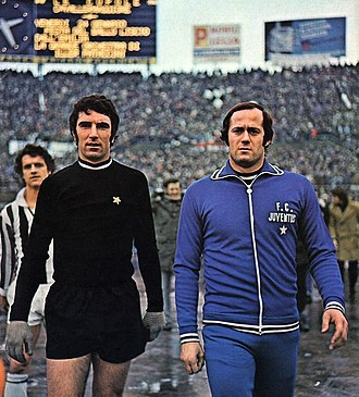 Dino Zoff - Zoff (left) with Juventus in 1975, beside his substitute Massimo Piloni; on background, Fabio Capello.