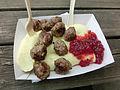 Köttbullar och potatismos från Cronwalls gatukök i Falköping 8579.jpg