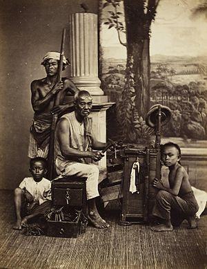 Isidore van Kinsbergen - Image: KITLV 408301 Isidore van Kinsbergen Chinese locksmith Batavia Around 1870