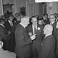 KNVB op Paleis Soestdijk ontvangen, vlnr Sir Stanley Rous, prins Bernhard en, Bestanddeelnr 917-2283.jpg