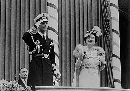 King George VI and Queen Elizabeth at Toronto City Hall, 1939 King George VI and Queen Elizabeth acknowledge the crowds at Toronto City Hall during the 1939 Royal Tour of Canada.jpg