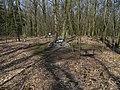 Klánovický les, kříž v hromadě kamení.jpg