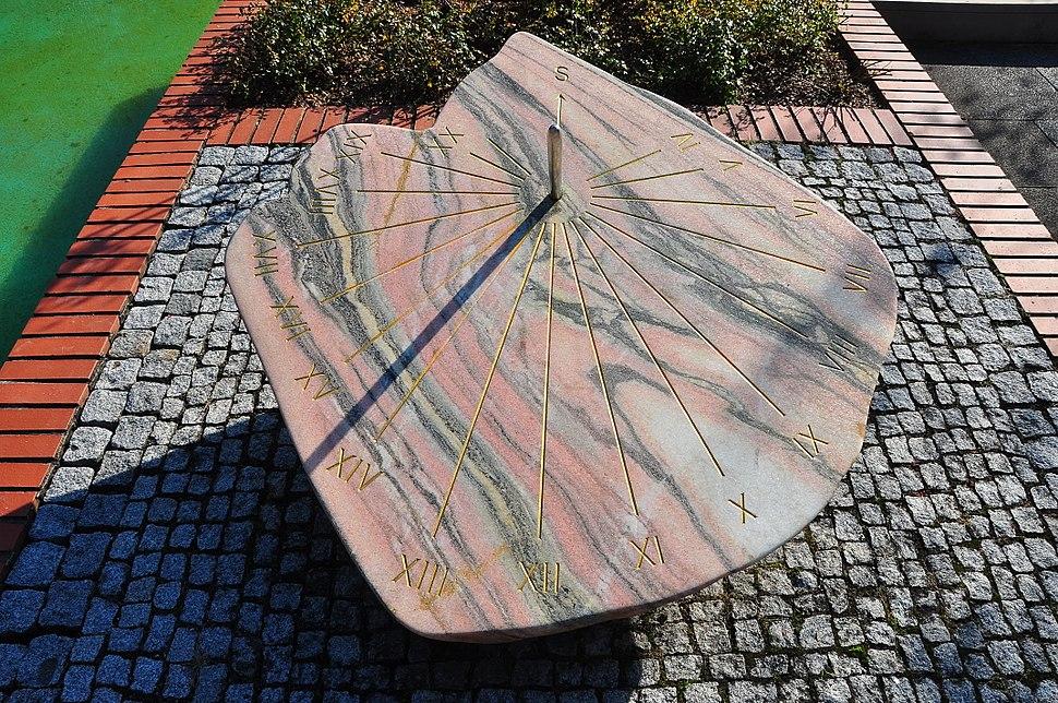 Klagenfurt Europapark sundial 11102008 01