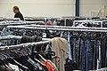 Kledingrekken Kringloopwinkel Woerden 01.JPG