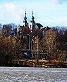 Kościół kamedulski na warszawskich bielanach zza wisły1.jpg