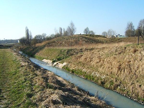 Kochłowice - grodzisko. Widok od południowego-wschodu. Autor: Przemek Noparlik, lic. CC BY-SA 3.0.