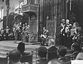 Koningin Juliana leest de troonrede voor, rechts van haar prins Bernhard, Bestanddeelnr 903-6180.jpg