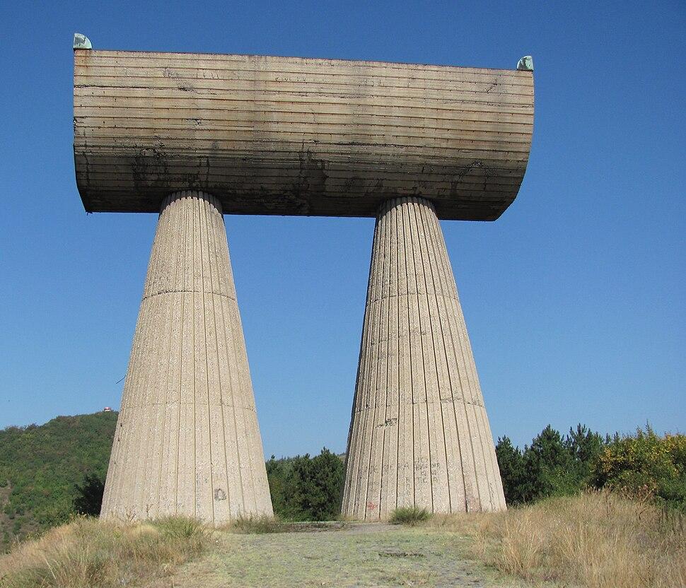 Kosovska Mitrovica monument