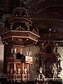 Kungälvs kyrka Interiör med predikstol och altarprydnad.jpg