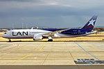 LATAM Chile, CC-BGH, Boeing 787-9 Dreamliner (43438558280).jpg