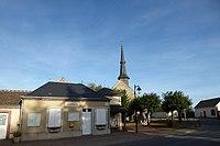 La Chapelle-Forainvilliers mairie église Eure-et-Loir France.jpg