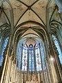 La nef et ses vitraux.jpg