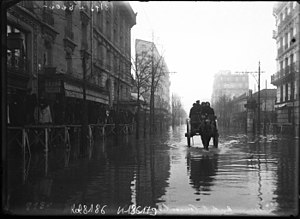 1910 Great Flood of Paris - Image: La rue de la Convention lors des inondations de 1910