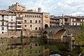 La vil·la de Vall de Roures reflexada al riu Matarranya.jpg
