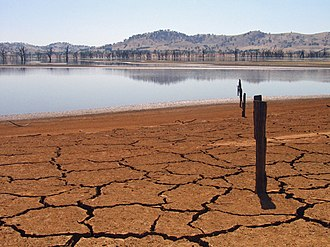 Drought in Australia - A dried up Lake Hume, 2007