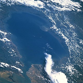 Lake Maracaibo large lake in Venezuela with an outflow to the Caribbean Sea