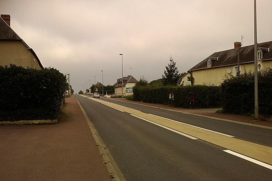 La départemental D900 traverse fr:le Mesnil-Eury