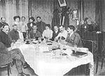 Les aviateurs au restaurant de Mourmelon le grand Bunau-Varilla H Farman G Voisin P Painlevé B-Varilla.jpg