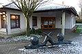 Liesel-Metten Skulptur vor Grundschule in Klein-Winternheim 01.jpg