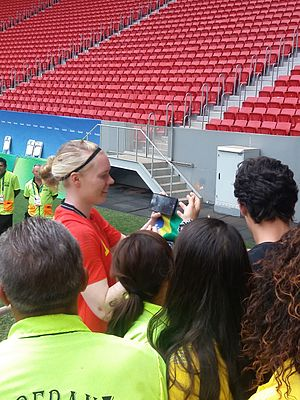 Football at the 2016 Summer Olympics – Women's tournament – Knockout stage - Hedvig Lindahl greets fans at Estádio Nacional Mané Garrincha after the USA vs Sweden match.