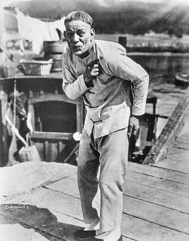 Lon Chaney as Chinese immigrant Yen Sin in the film Shadows (1922).jpg